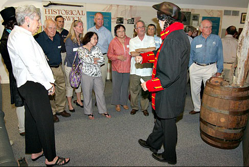 costumed-holiday-history-tour-winterfest-southport